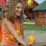 Метание бананов и апельсинов